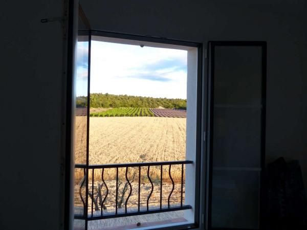 Suite parentale: vue sur les champs / Main bedroom view over the fields