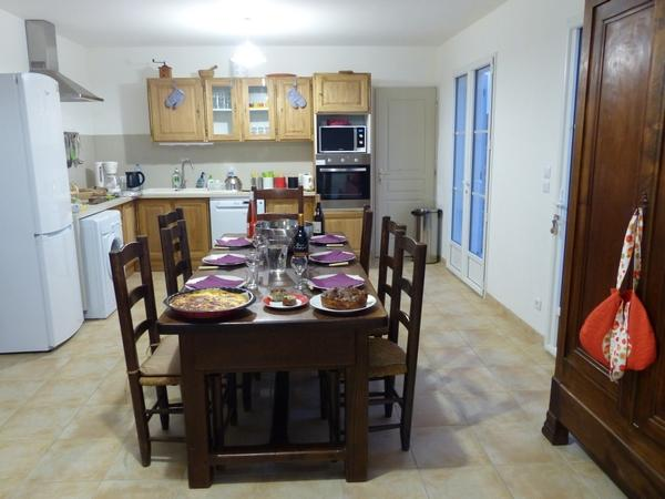 Espace cuisine salle à manger / kitchen and dining room area