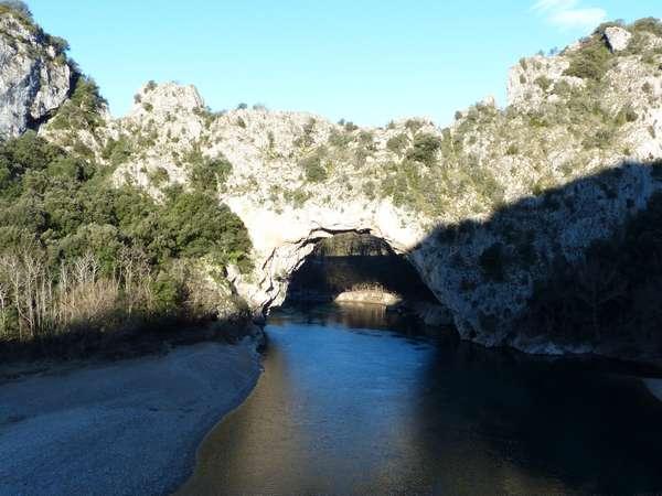 Le pont d'Arc (à 10 km) / the arched bridge (10km away)